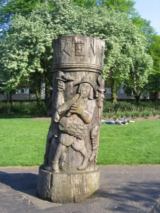 Wood carving of Will Kempe in Chapelfield Gardens, Norwich